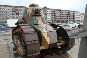 Tank Renault FT-17. Historické exponáty ze sbírek VHÚ na pražské Letné v rámci oslav 100. výročí založení republiky