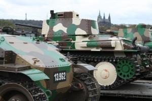 Historické exponáty ze sbírek VHÚ na pražské Letné v rámci oslav 100. výročí založení republiky