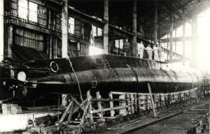 Rakousko-uherská ponorka třídy U-20 ve Fiume při spouštění na vodu, leden 1917