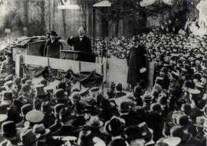 Němečtí revolucionáři v zoologické zahradě, řeční Karl Liebknecht