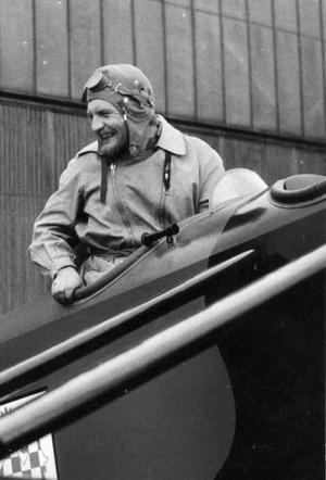 Oceněný letecký restaurátor Jan Sýkora (1938-2002), jenž byl dlouholetým aktivním sportovním pilotem, patřil k zakladatelům a dlouholetým oporám dnešního Leteckého muzea VHÚ v Praze-Kbelích. (foto VHÚ)
