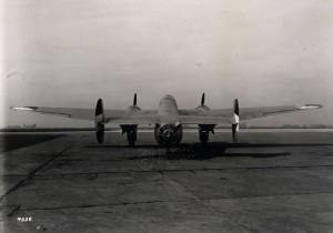 Fokker T.V na letišti - pohled zezadu