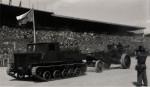 Sovětský lehký pásový dělostřelecký tahač Ja-12