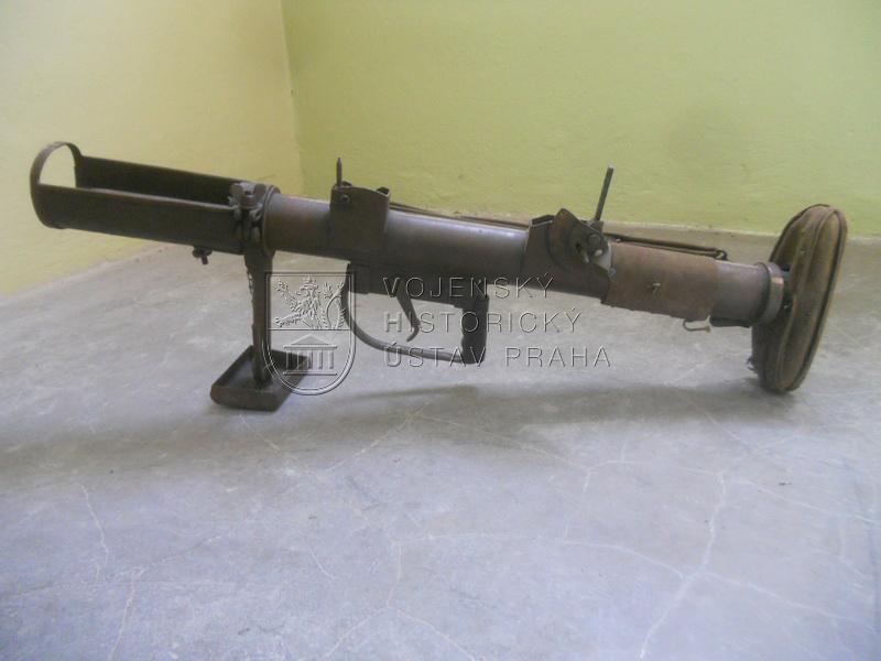 Britská protitanková ruční zbraň P.I.A.T. Mk.I
