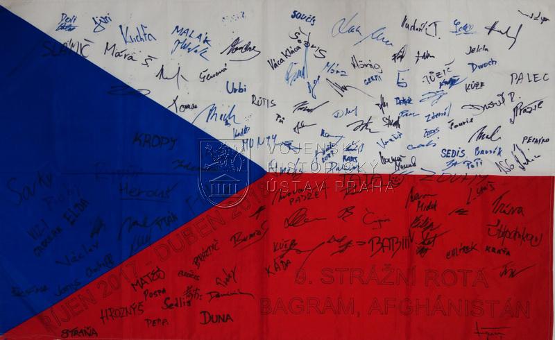 Státní vlajka České republiky od 9. strážní roty Bagram Air Field