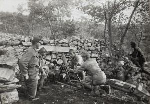 Německý 9cm minomet systém Lanz převzatý a používaný také rakousko-uherskými vojáky, italská fronta.