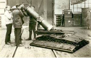 Rakousko-uherský 26cm těžký minomet vz. 17 ze Škodových závodů. Po válce zůstal ve výzbroji Československé armády.