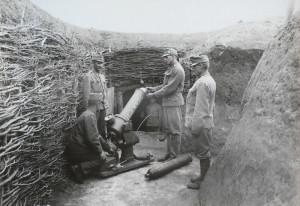 Rakousko-uherský 12cm pneumatický zákopový minomet vz. 16, jehož výrobou byly pověřeny také brněnské společnosti Brand & L´Huillier a Královopolské strojírny.