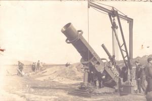 Prototyp 50cm minometu Storek při zkouškách.