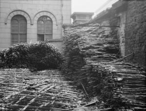 Hromada 32 tisíc zničených německých pušek. FOTO: © IWM (Q 61430)