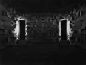 Pohledy do sálu s expozicí Chvíle ticha.