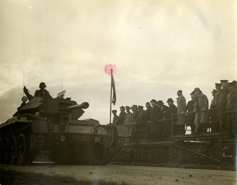 Tank Crusader III na přehlídce Čs. samostatné obrněné brigády