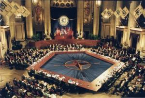 Pohled do zasedacího sálu Washingtonského summitu