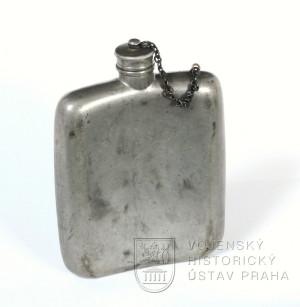 Lahvička na alkohol z výbavy npor. Oldřicha Pechala