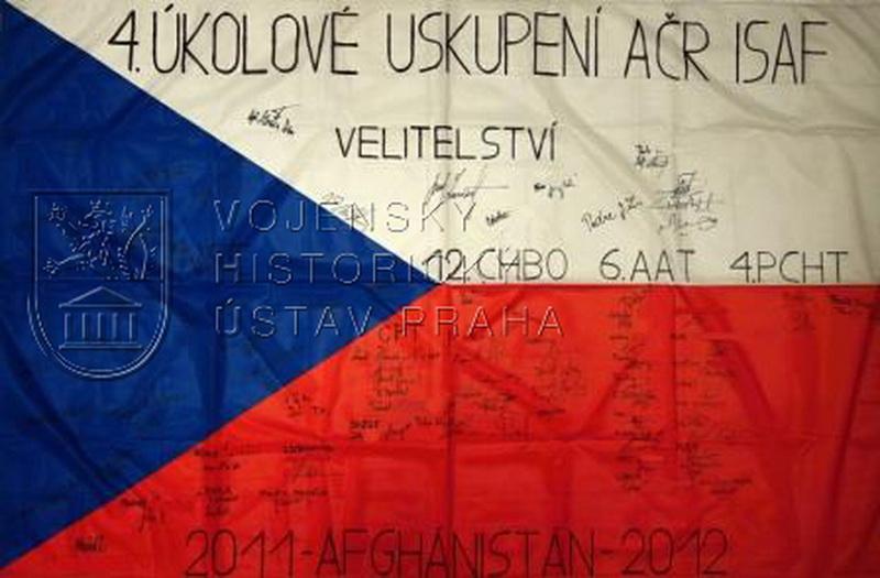 Státní vlajka České republiky od 4. úkolového uskupení AČR ISAF