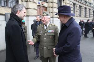 Zleva: primátor Prahy Zdeněk Hřib, generálmajor Jaromír Zůna a senátor Pavel Fischer