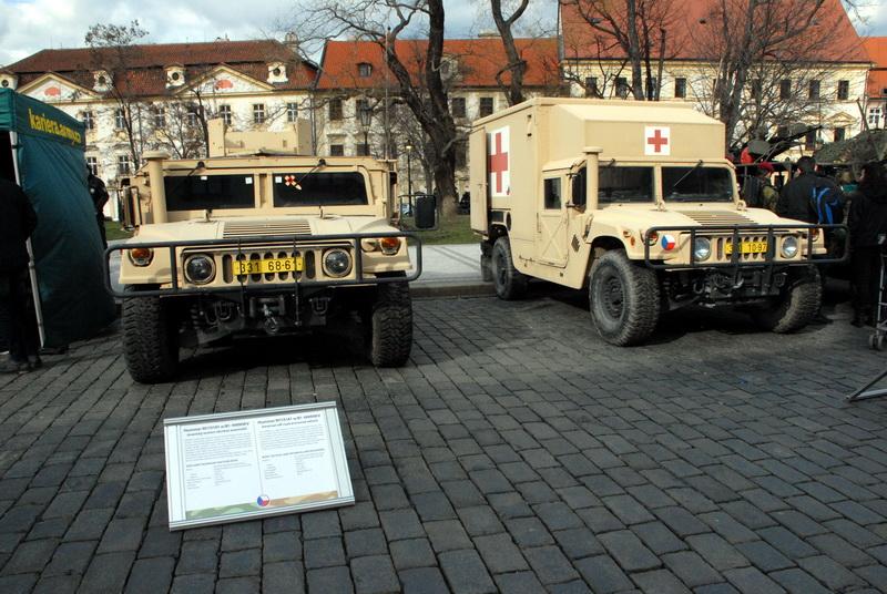 Dvě vozidla Humvee ze sbírek VHÚ