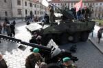 Výročí 20 let v NATO: vojenská technika na Pražském hradě, včetně té z VHÚ