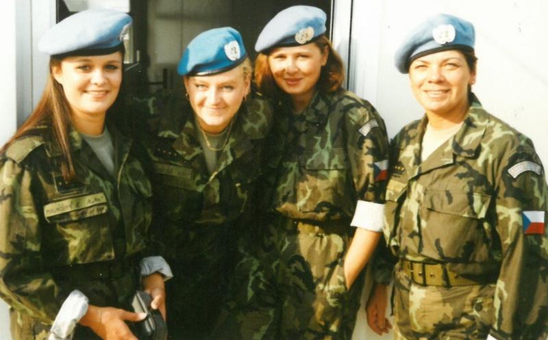 Mise UNPROFOR se zúčastnili i příslušnice AČR. Na snímku zdravotnice v Kninu v roce 1995.
