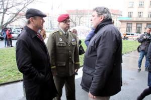 Zleva: bývalý náčelník GŠ Jiří Šedivý, generál Milan Schulc a Jindřich Marek