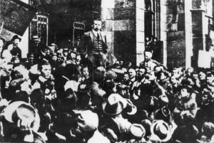 Maďarská republika rad - Béla Kun řeční před uherským parlamentem