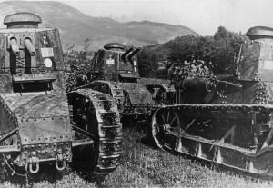 Trojice italských lehkých tanků Fiat 3000 Mod. 21, zrcadlově převráceno