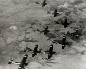 Československé bombardéry Ab-101 z Letky 71 v letu nad krajinou, sklonek 30. let