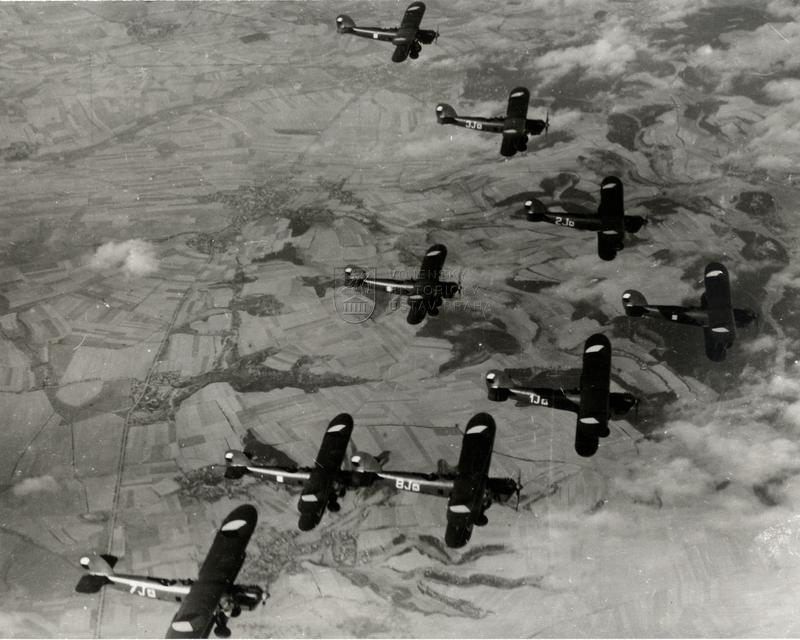Formace bombardovacích dvouplošníků Aero Ab-101