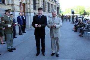 Tomáš Kykal z VHÚ (vlevo) a generálmajor Jaromír Zůna