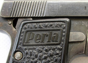 Samonabíjecí pistole Perla