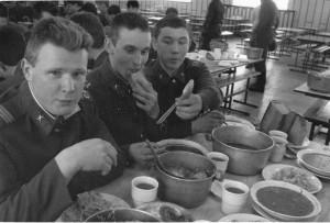 Sovětští vojáci v Milovicích roku 1990. Foto: Jan Jindra – VHÚ.