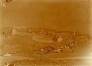 Středověké opevnění v západní Anatolii nedaleko egejského pobřeží, kolem roku 1911