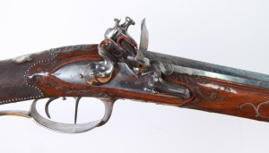 Zámkové desky obou kulovnic – kulovnice s číslem 1 u dnového šroubu je na rozdíl od druhé zbraně puškařem signována. FOTO: VHÚ