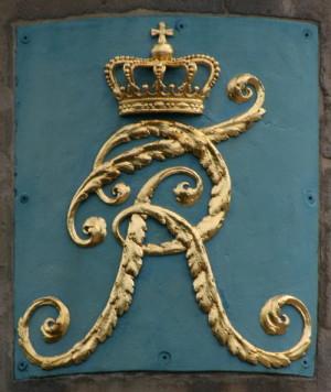 """Palcový štítek s královským monogramem """"FR"""" je umístěn na pažbách obou zbraní. Stejný monogram byl v roce 1810 zasazen do jednoho z mostů přes řeku Jagst ve Württembersku. FOTO: VHÚ"""