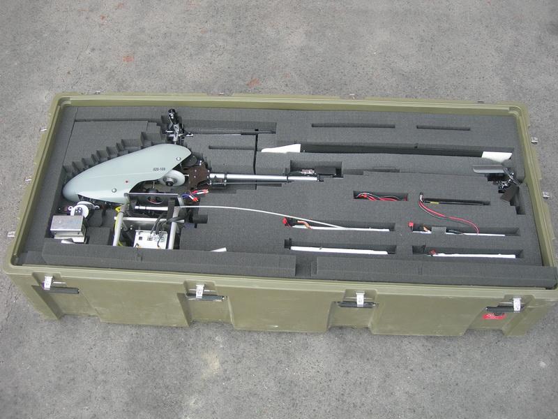 Rozložený vrtulník chráněný výplní v přepravní bedně.  FOTO: J. Sýkora