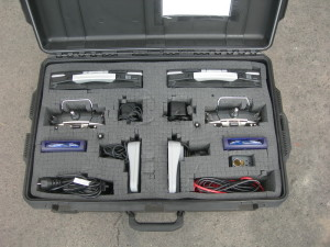 Uložení řídícího počítače, joysticku s doprovodnou kabeláží a nouzové RC vysílačky pro dva vrtulníky SR 20.  FOTO: J. Sýkora