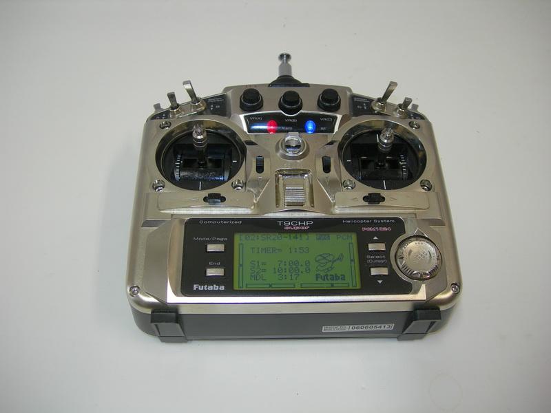 Záložní RC vysílačka Futaba.  FOTO: J. Sýkora
