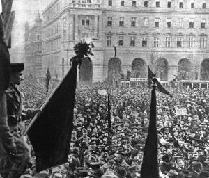 Provolání Maďarské republiky rad 21. března 1919 v ulicích Budapešti (VHÚ Praha)