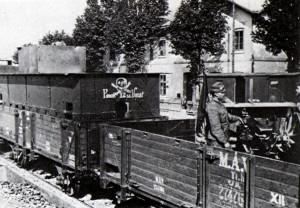 Na znovudobytí Miskolce 20. května 1919 se výrazně podílel maďarský obrněný vlak č. 12. (VHÚ Praha)