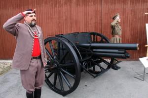 Historický kanón, který byl součástí pohřbu M. R. Štefánika