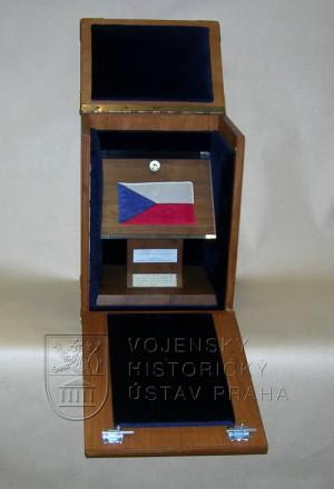 Československá vlajka na Měsíci