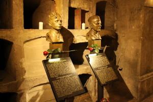 Krypta kostela - busty Josefa Gabčíka a Jana Kubiše