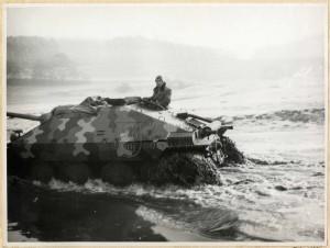 Československý stíhač tanků ST I při překonávání vodní překážky, poválečné období
