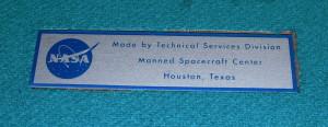Štítek výrobce kazety umístěn na látkové podložce