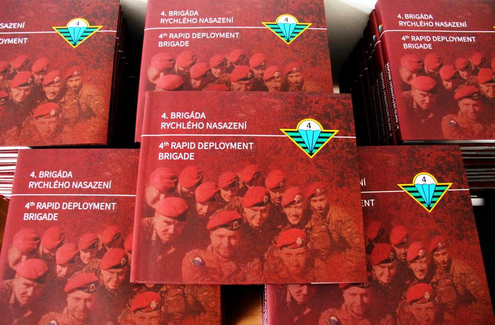 VHÚ připravil knihu a film o 25 letech 4. brigády rychlého nasazení