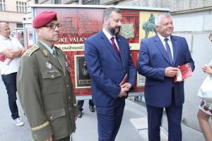 Vlevo zástupce náčelníka GŠ AČR generálmajor Milan Schulc, vpravo bývalý náčelník GŠ AČR Pavel Štefka