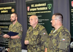 Zleva: kpt. Pavel Stehlík, velitel útvaru plk. Stanislav Hudeček, autor expozice nprap. Leoš Krejča