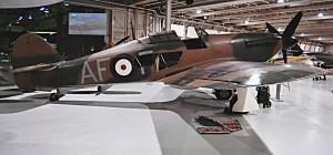 Nejrozšířenější stíhací letoun RAF během Bitvy o Británii – Hawker Hurricane Mk I. ve značně okleštěné expozici, která je vzdušným soubojům roku 1940 věnována. FOTO: Jaroslav Beránek