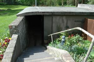 Vchod do podzemního velitelství je zcela nenápadný. Během druhé světové války nebyl tento prostor zasažen žádnou německou pumou. FOTO: Jaroslav Beránek