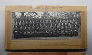 Skupinový snímek příslušníků a příslušnic RAF, kteří sloužili v podzemním velitelství 11. skupiny v květnu 1943. FOTO: Jaroslav Beránek